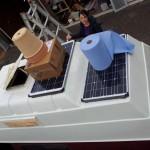 die Solarpannels wurden montiert und mit Sikaflex aufs Dach geklebt.