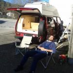 die neuen Campingstühle müssen natürlich auch getestet werden.