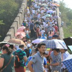 unzählige Chinesen auf der Mauer