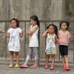 süße Kinder bei den Longemen Grotten
