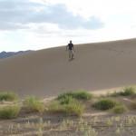 Benni versucht sich im Sandboarden