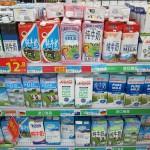 Milch im Supermarkt. Aus Deutschland, Schweiz, Amerika,...