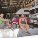 Julien und Benni beim Kupplungstausch