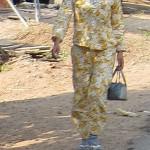 Pyjama Trägerin