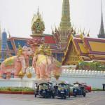 Bangkok- Kreisverkehr vor dem Palast