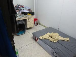 unser Zimmer. Die Matrze liegt auf dem Boden...